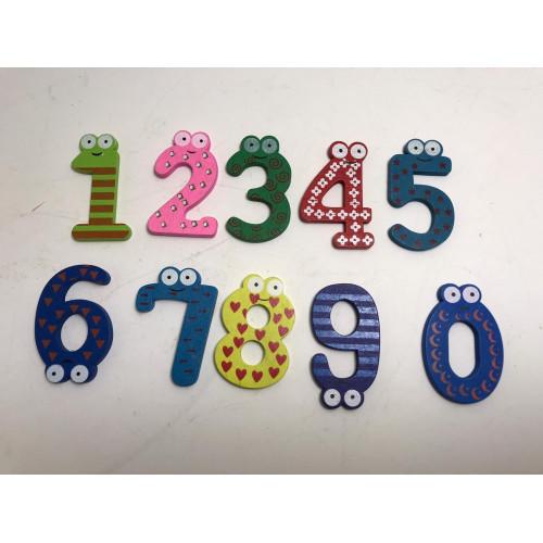 Cifre multicolore din lemn